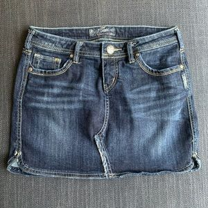 "SILVER JEANS CO | ""Janet"" Jean Mini Skirt"